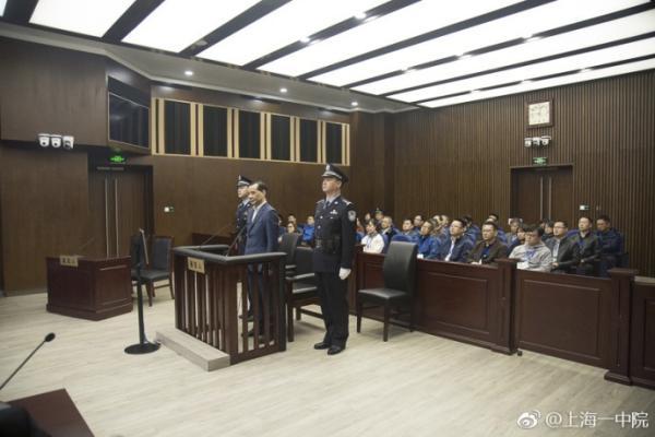 3月28日,安邦保險集團前董事長吳小暉在上海一中院出庭受審。(視像擷圖)