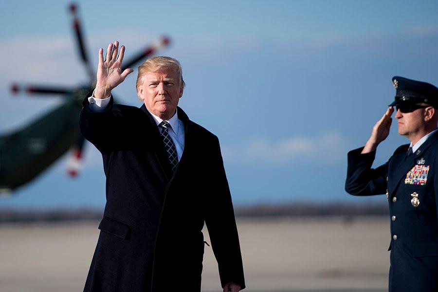 特朗普政府考慮動用國家緊急法律,打擊中共收購美國敏感技術的行為,特別是半導體和5G通訊產業。(BRENDAN SMIALOWSKI/AFP/Getty Images)