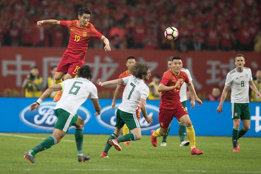 中國隊參加了兩場比賽,結果都是大比數輸了球,先是0比6輸給了威爾士隊,隨後又以1比4輸給了捷克隊。(大紀元資料室)