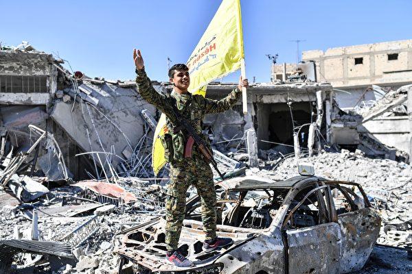 美國領導的盟軍幫助敘利亞從IS手中奪回領土。(BULENT KILIC/AFP/Getty Images)