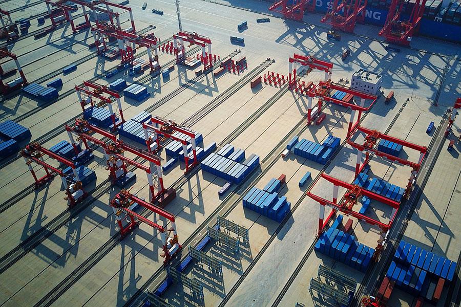 近日大陸社交媒體上廣傳一篇網文,文章作者認為中美貿易戰對中國老百姓有益處。(AFP/Getty Images)