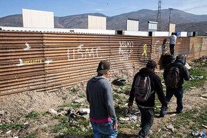 特朗普再發推 要求國會速通過強大邊界法案