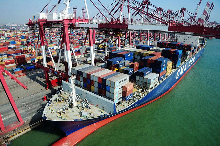 圖為青島港。(STR/AFP/Getty Images)