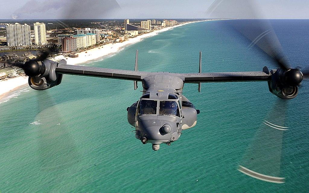 CV-22魚鷹機能夠像直昇機一樣起飛,然後將其轉子作為固定翼,使得飛機可長距離飛行。(維基百科公有領域)