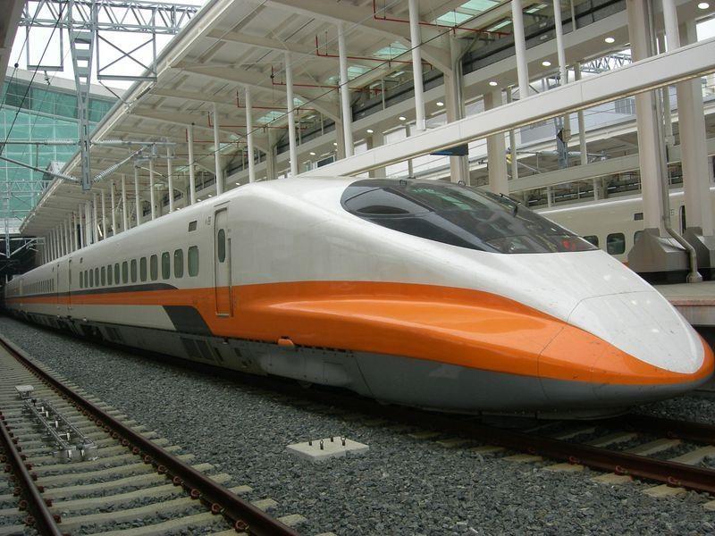 騰訊主席馬化騰早前在中共兩會上聲稱,中國有「新四大發明」,包括高鐵、網購、移動支付和共享單車。(資料圖片)
