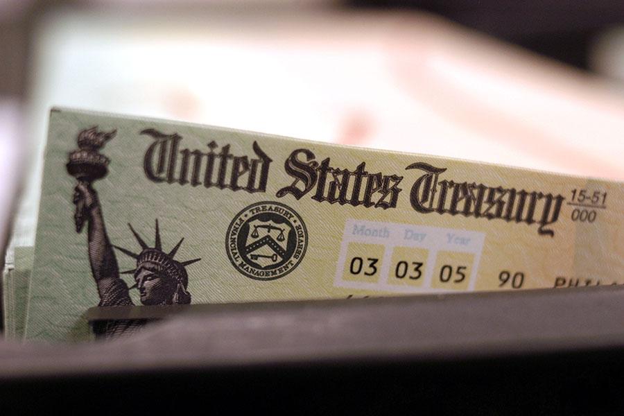 隨著世界兩個最大經濟體之間的貿易衝突升級,中共和美國彼此大幅加徵關稅,一些人擔憂中共會祭出另外一個強大的報復工具——它手上的美國國債。(William Thomas Cain/Getty Images)