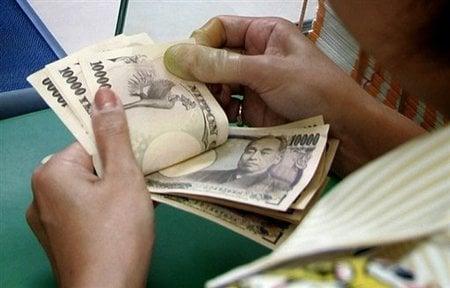 日本的資訊技術被世界公認先進,信用卡與電子商務付費系統使用率卻僅佔16%,因為日本民眾講求私隱,喜歡用現金交易,不喜歡留下電子消費紀錄。圖為示意圖。(AFP)