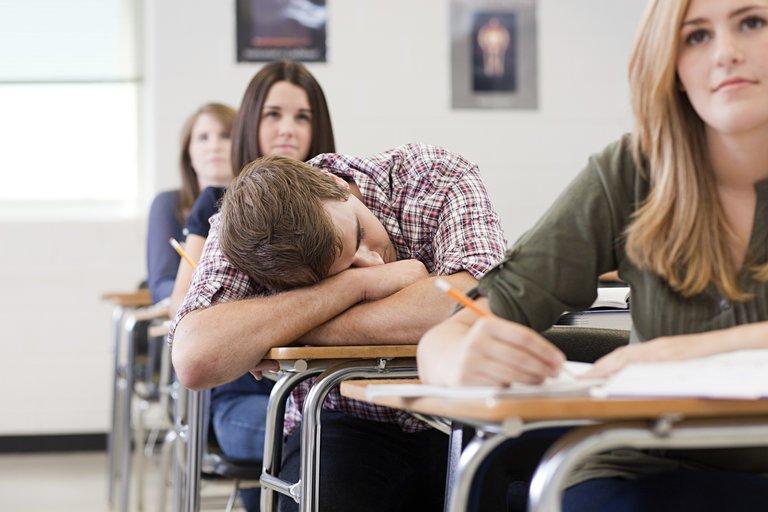 最新研究進一步發現,晝夜節律與學生的課業表現密切相關。(Getty Images)