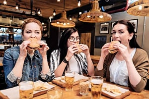最新研究:外出用餐塑化劑含量高 增罹癌風險