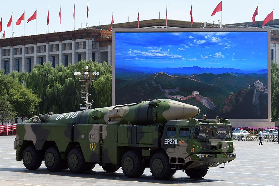 中共東風21D飛彈。(AFP PHOTO/GREG BAKER)