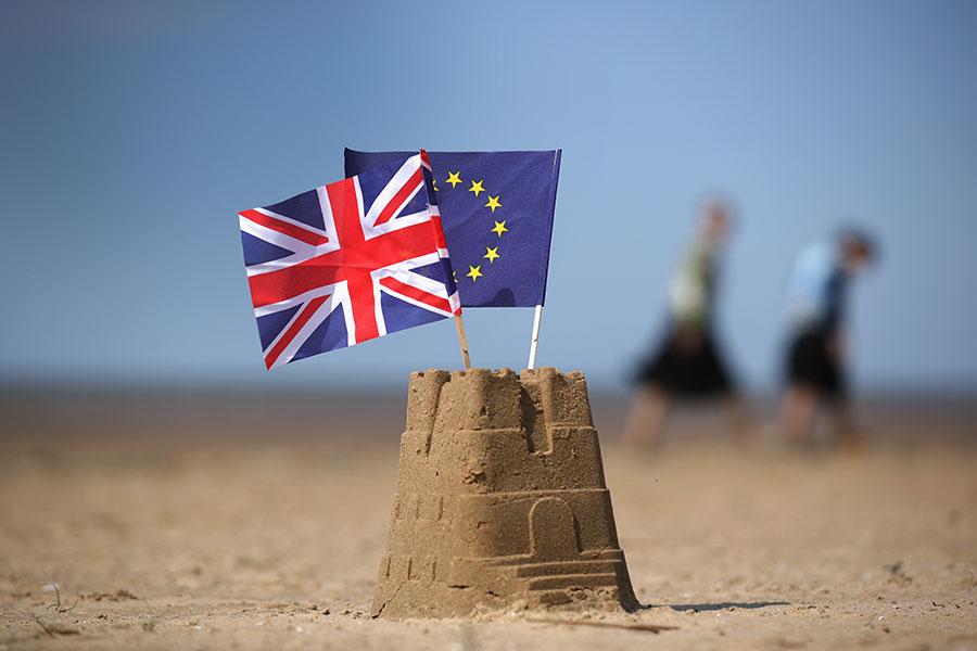 英國脫歐,未卜的前途如同建立在沙城堡之上。(Christopher Furlong/Getty Images)