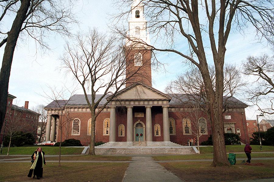 周二,美國特朗普政府廢除奧巴馬執政時間的一項政策,該政策鼓勵大學在審核入學申請考慮種族因素,以促進校園多元化環境。圖為哈佛大學。(Darren McCollester/Newsmakers)