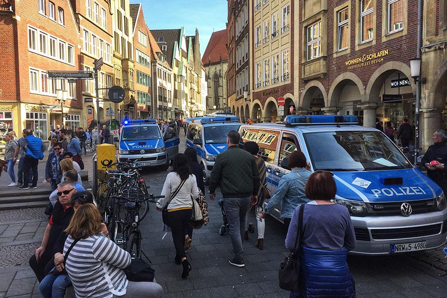 4月7日,當地警方表示,一輛客貨車在德國明斯特市(Muenster)一家受歡迎酒吧門前衝撞一群行人。(AFP/Getty Images)