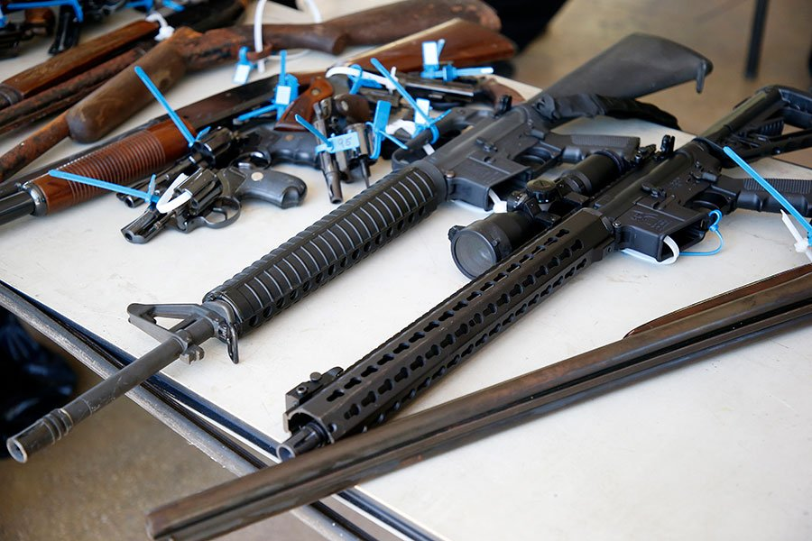 這名華裔學生試圖購買的AR-15自動步槍,曾多次用於大規模的槍擊活動。(RHONA WISE/AFP/Getty Images)