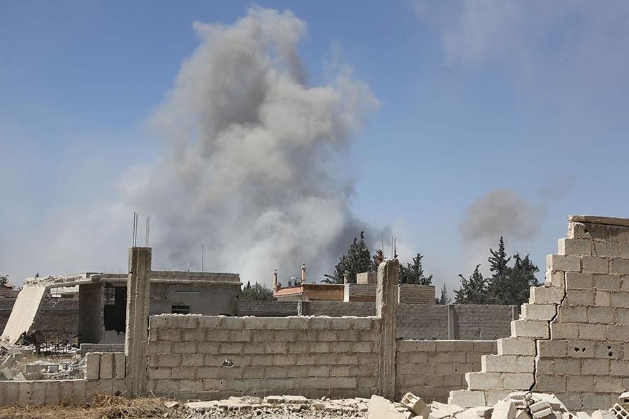 敘利亞多個團體於2018年4月7日指控,政府軍對大馬士革東郊的東古塔杜馬市投擲大量毒氣彈,已造成數百人死傷。(STRINGER/AFP/Getty Images)