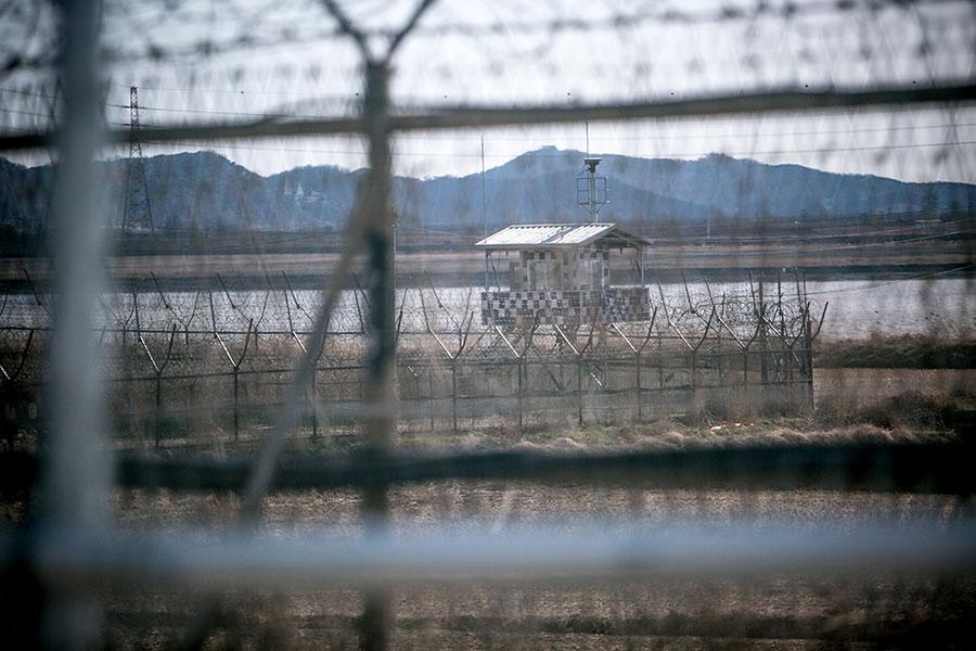 5月19日凌晨一名北韓軍官和一名北韓居民投誠南韓。圖為兩韓邊境。(Jean Chung/Getty Images)