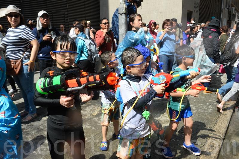 香港潑水節千人參與水戰派對