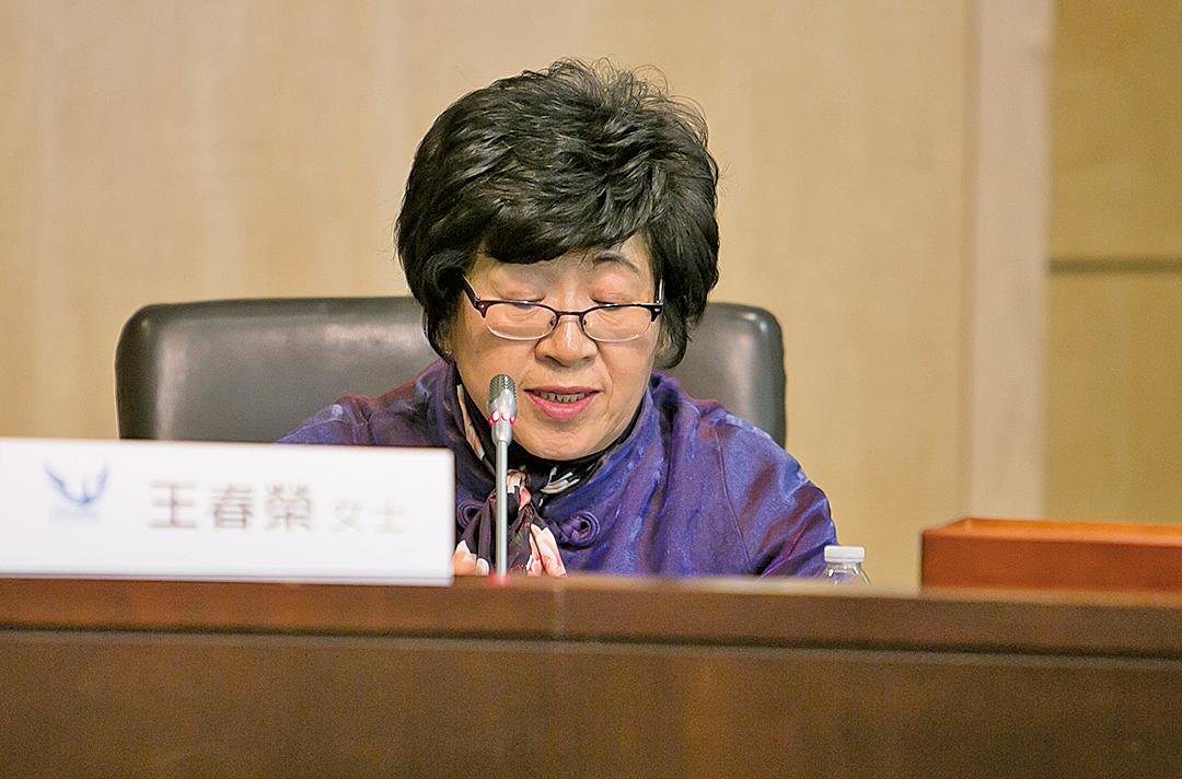 王春榮曾因郵寄《九評》而被非法關押三年多,她堅持做三退義工十幾年了。(李莎/大紀元)