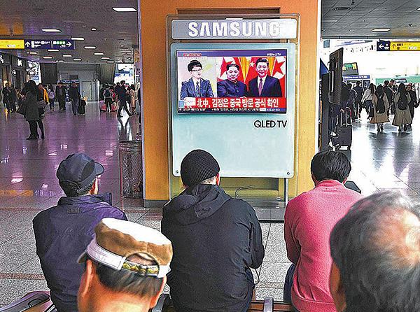 上月28日,南韓首爾火車站的電視在播放有關金正恩訪問大陸的消息。(AFP/Getty Images)