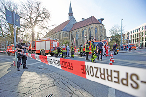 德汽車蓄意衝撞人群 釀二死二十傷 司機自殺