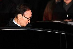 韓前總統李明博涉貪 控方列16項罪名起訴
