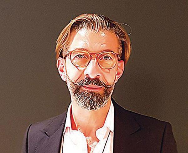 路易威登(LV)常務董事博德里稱神韻演出好得讓人出乎意料。(David Vives/大紀元)