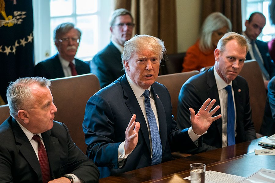 美國總統特朗普周一(4月9日)在出席日白宮內閣會議前跟媒體透露了中美貿易談判以及將於5月底或6月初舉行的特金會的進展。(Jim Lo Scalzo-Pool/Getty Images)