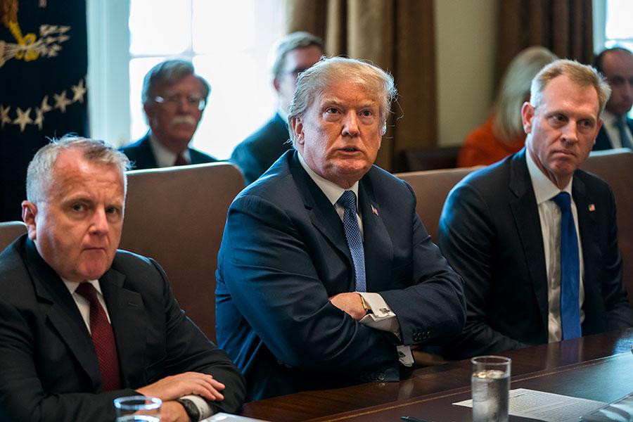 隨著中共威脅對美國農產品徵稅,特朗普總統向美國農民承諾,在中美貿易爭端之後,農民的日子將更好。他也揭露中共打擊美國農民的險惡用心。(Jim Lo Scalzo-Pool/Getty Images)
