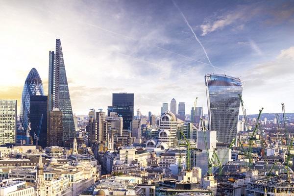 圖為倫敦市內金融區。(Dade72n/Depositphotos)