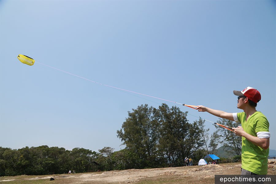 Haiven由當初體驗風箏的樂趣,到今日擁有自己的風箏專門網店,一手設計自己風格的風箏。(陳仲明/大紀元)