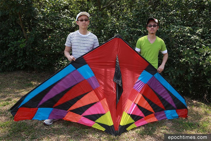 飛凡創藝創辦人Haiven(右)與Jimmy。(陳仲明/大紀元)