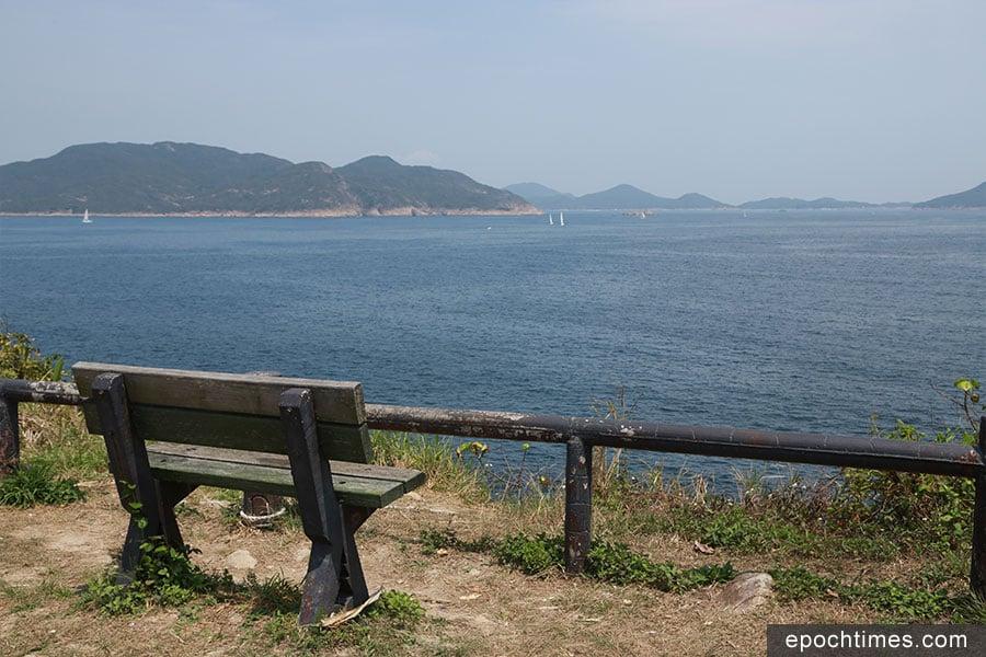 位於西貢清水灣的龍蝦灣,景色優美,有一片大草地,非常適宜放風箏。(陳仲明/大紀元)