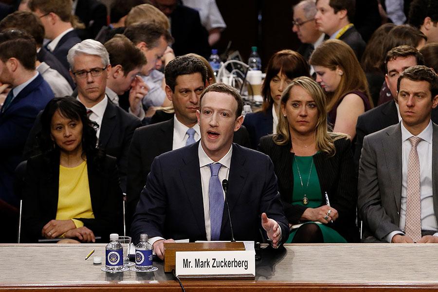 Facebook創辦人兼首席執行官朱克伯格周二在美國國會聽證會上作證。(Alex Brandon-Pool/Getty Images)