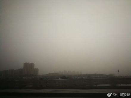 沙塵暴的天空。(微博圖片)