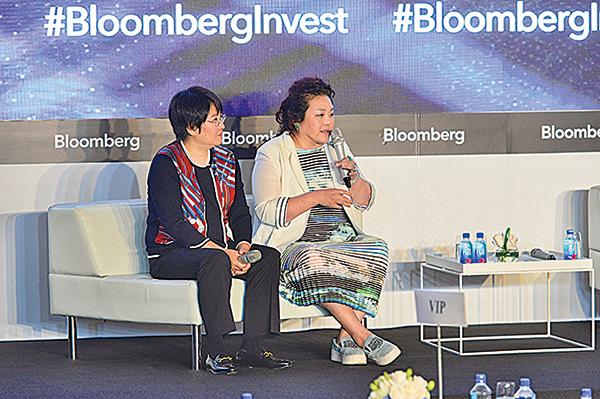 彭博投資亞洲論壇11日早在中環舉辦,右方是西京投資主席劉央。(宋碧龍/大紀元)
