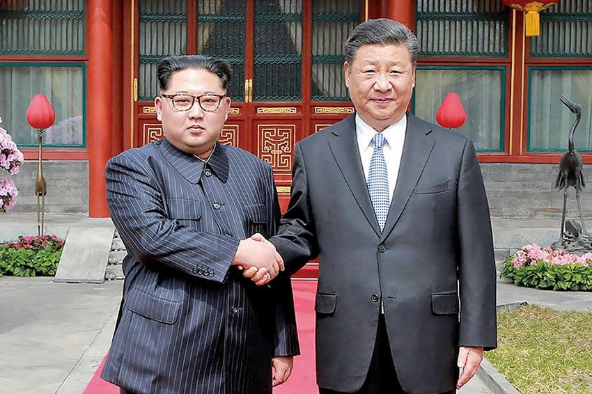 北韓領導人金正恩(左)3月25日至28日訪問中國,右為中國國家主席習近平。(Getty Images)