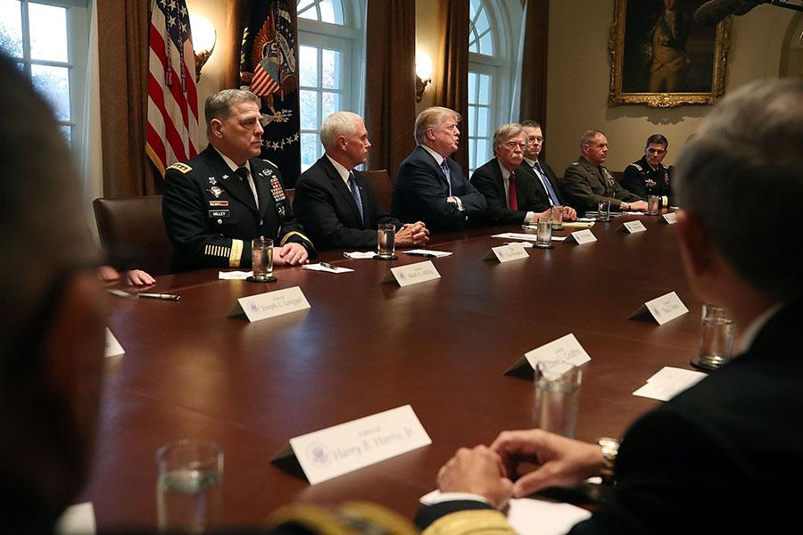 特朗普總統周三發出警告說,對敘利亞的導彈將至,讓俄羅斯做好準備。目前,美國的兩艘配有戰斧巡航導彈的海軍驅逐艦、噴氣機及潛艇已經到位,隨時待命準備實施對敘利亞進行軍事回應。(Mark Wilson/Getty Images)