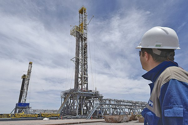 資金卻湧向商品市場,尤其原油和貴金屬漲勢最為明顯。(大紀元圖片庫)