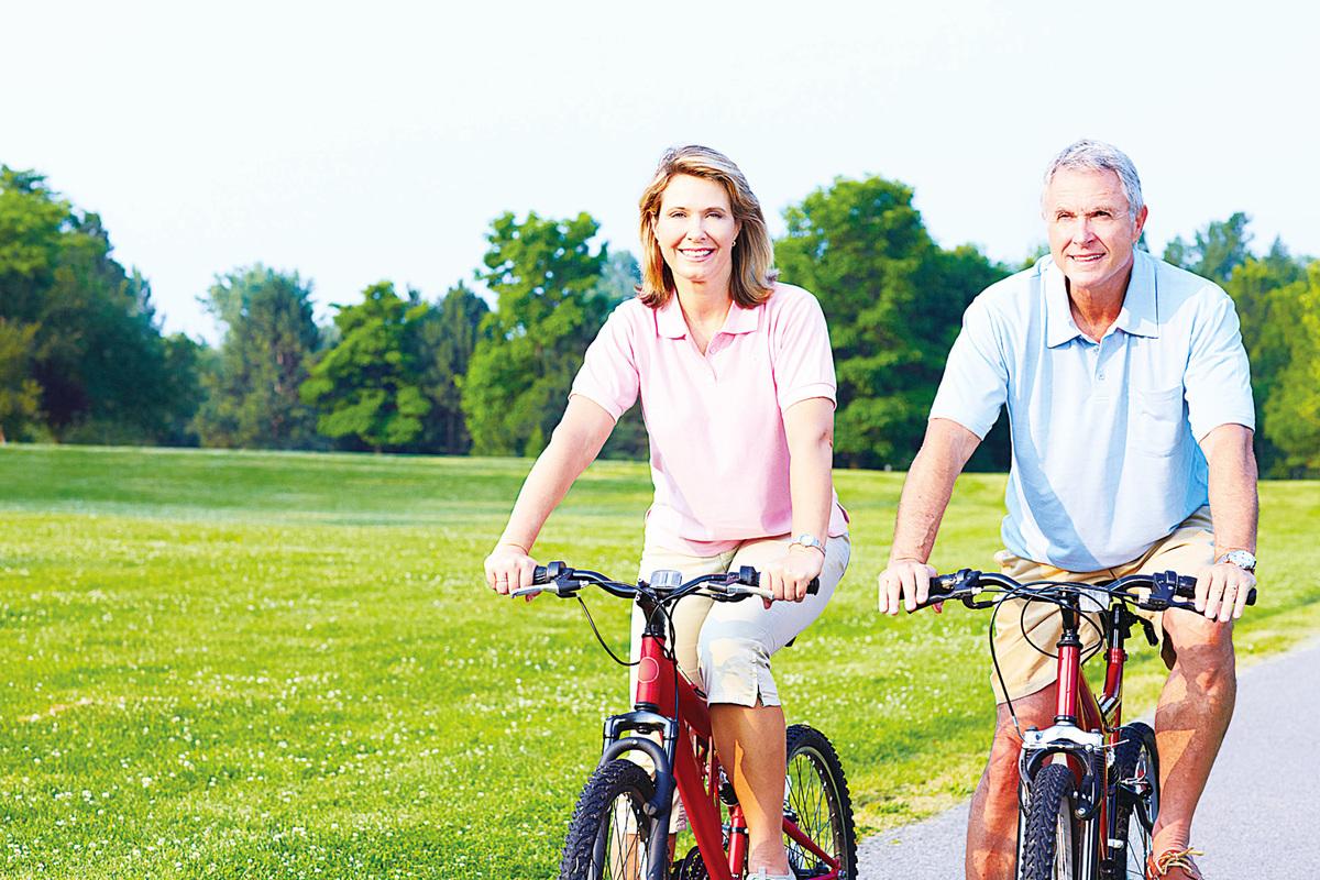 欲延緩肌肉老化,可養成訓練肌肉的習慣,如大步健走、踩單車、耍太極拳等。(Fotolia)