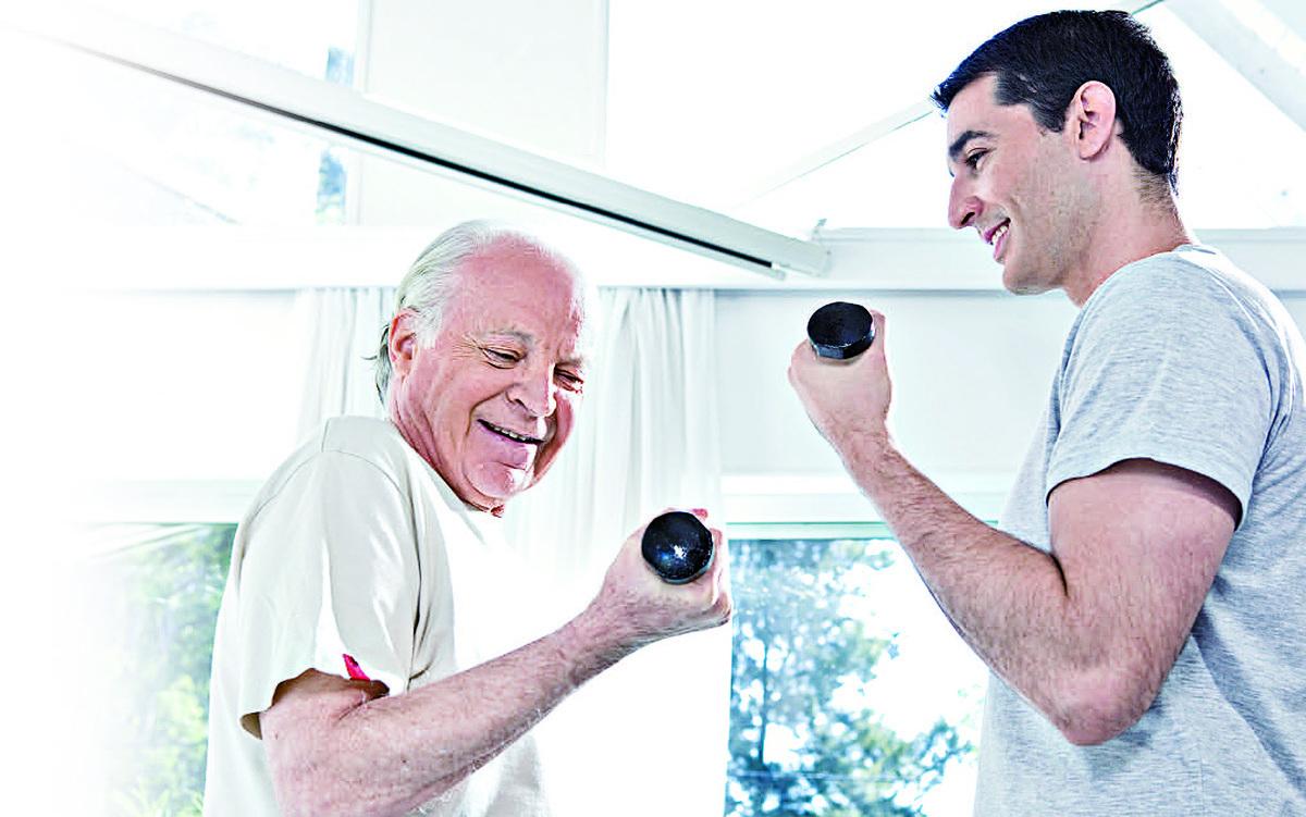 研究發現,人的肌肉力量會隨著年紀逐漸下降,只要多做運動與經常使用肌力,就能維護肌力,減緩肌力的退化速度。(Fotolia)