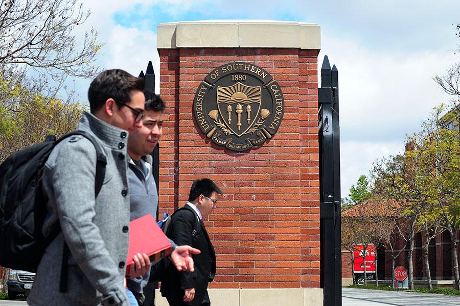 專家表示,中共通過與美國學術機構或是學生、教授以及研究員的接觸,大規模竊取研發技術。圖為美國南加大校區一隅。(FREDERIC J. BROWN/AFP/Getty Images)