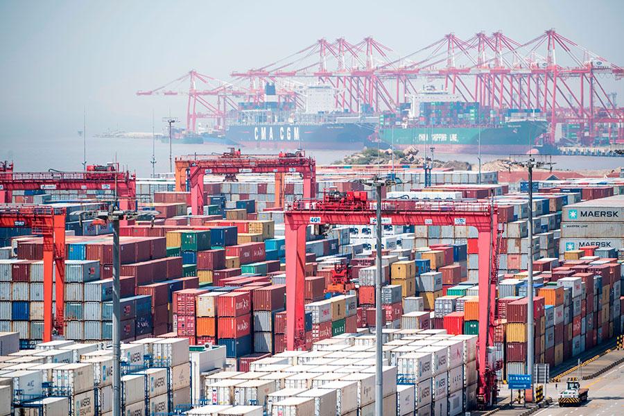 6月14日,美國總統特朗普在與財政部、商務部、貿易代表辦公室等高級經貿官員開會後,決定對500億美元的中國進口商品加徵301關稅。(JOHANNES EISELE/AFP/Getty Images)