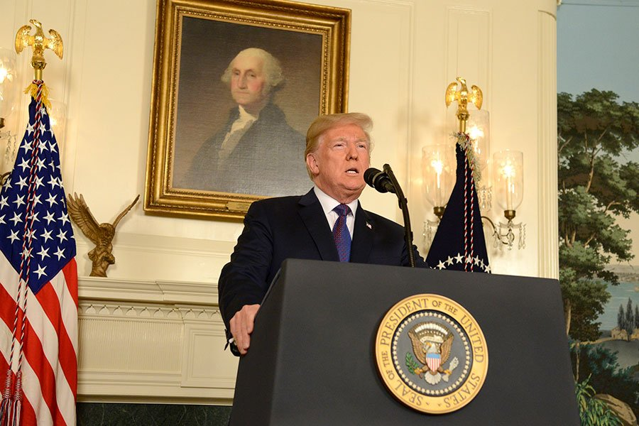 4月13日晚間,美國總統特朗普在全國演說中宣佈,他已下令攻擊敘利亞,以回應該政權先前使用化武攻擊平民。(Mike Theiler – Pool/Getty Images)