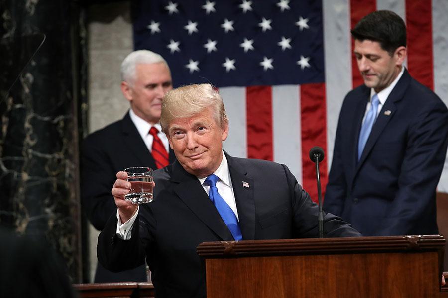 白宮官員稱特朗普對中共的強硬貿易政策已經開始奏效,正準備加強對中共施壓。(Win McNamee/Getty Images)
