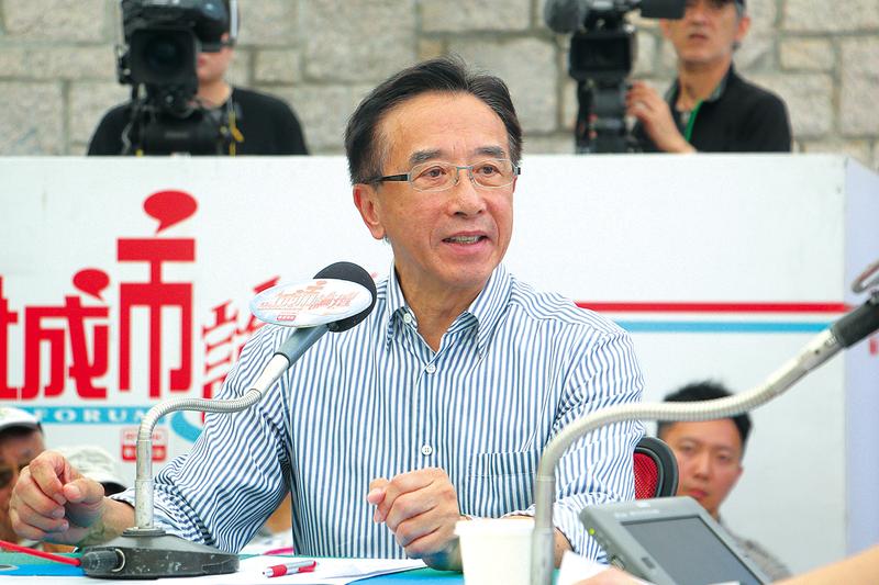 田北俊在《城市論壇》表示,梁振英的政策行完全行不通,源於他事事都好鬥。又指anyone but CY的言論,在建制派內部和商界已經講了兩年。(蔡雯文/大紀元)