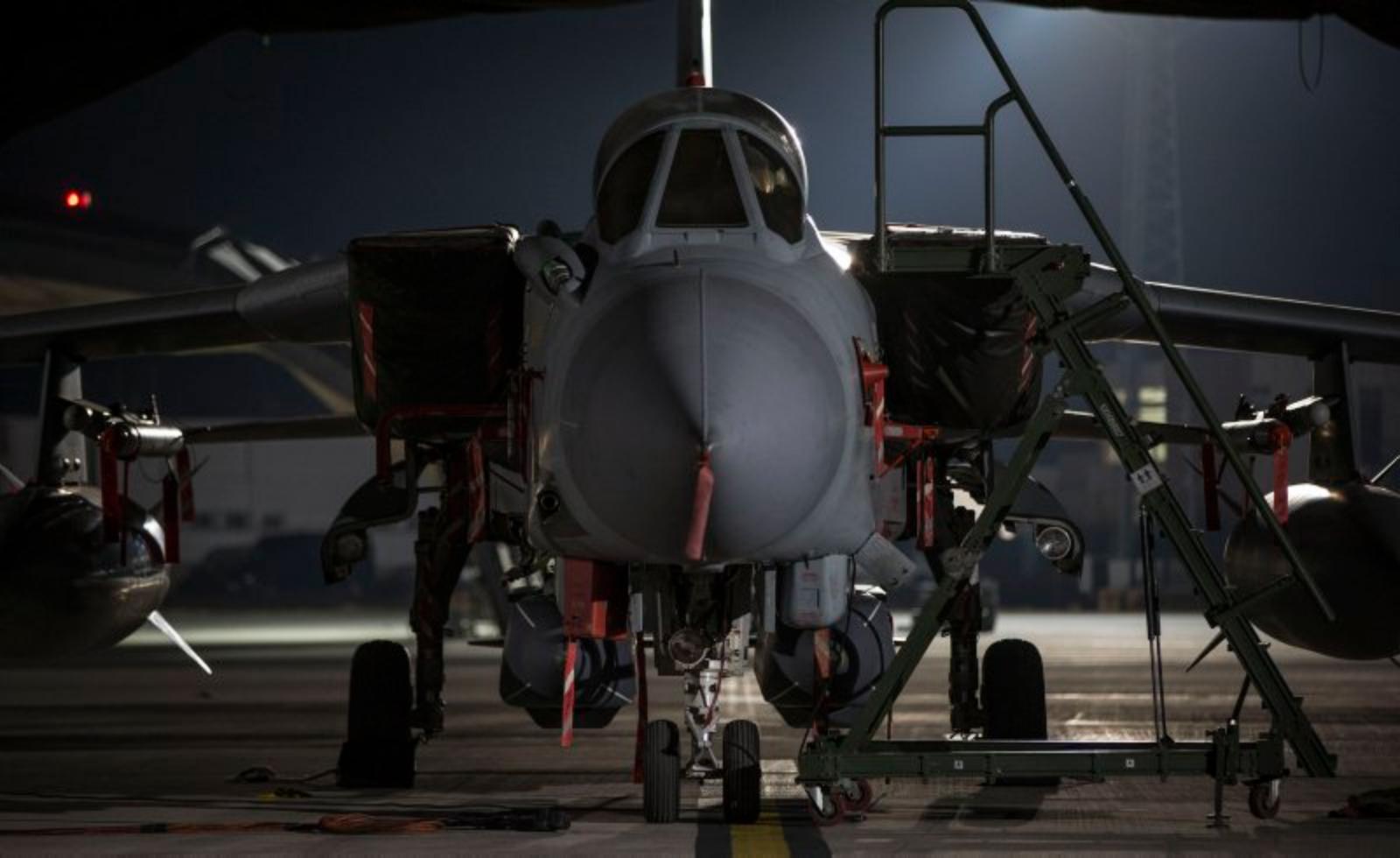英軍出動4架龍捲風(Tornado)GR4戰機以「暴風之影」(Storm Shadow)巡航導彈,打擊位於敘利亞霍姆斯(Homs)附近以西15英里(24公里)的一座軍用設施。(英國皇家空軍)