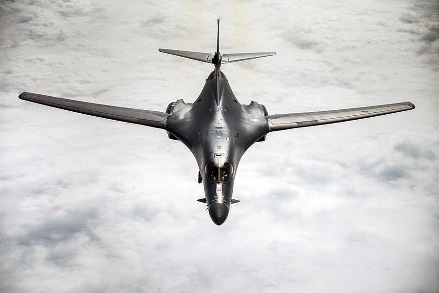 美國國防官員說,美國空軍在敘利亞空襲中使用B-1B轟炸機。(AFP PHOTO/US AIR FORCE/Peter REFT)