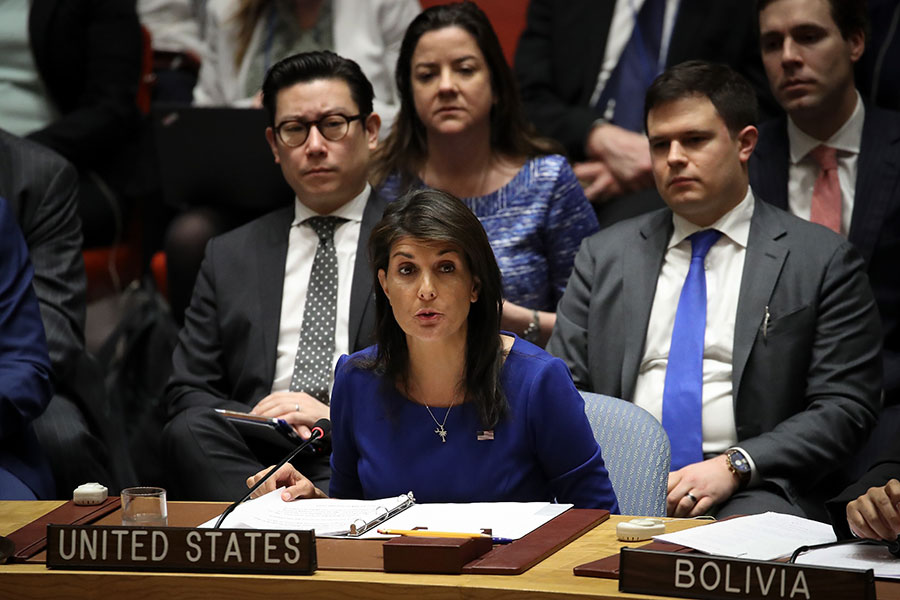 美、英、法對敘利亞發動空襲後,更是聯手在聯合國推動一項新決議,要求安理會對敘利亞化武攻擊進行調查,力求使敘利亞「不可逆轉」的結束化學武器項目。(Drew Angerer/Getty Images)