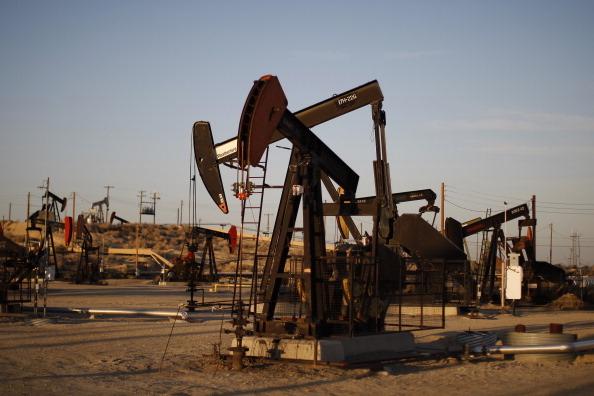 在特朗普下令聯合英法空襲敘利亞大馬士革精準目標之前,西德州原油(WTI)上周每桶大漲8.78%至67.39美元,創下近4年新高。(David McNew/Getty Images)
