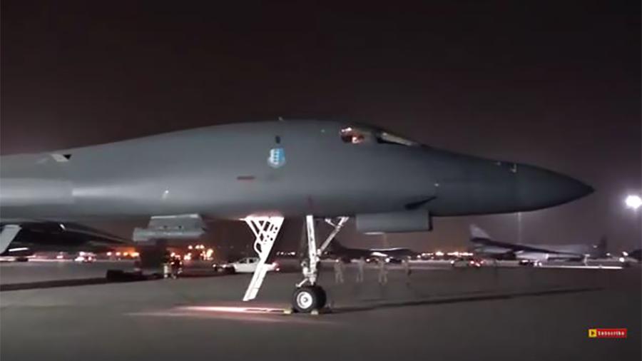 從卡塔爾Al Udeid空軍基地起飛的兩架美軍B-1B轟炸機,發射了19枚新型洛克希德馬丁公司生產的「增程型聯合防區外空對地彈藥」(JASSAM-ER)。(視像擷圖)